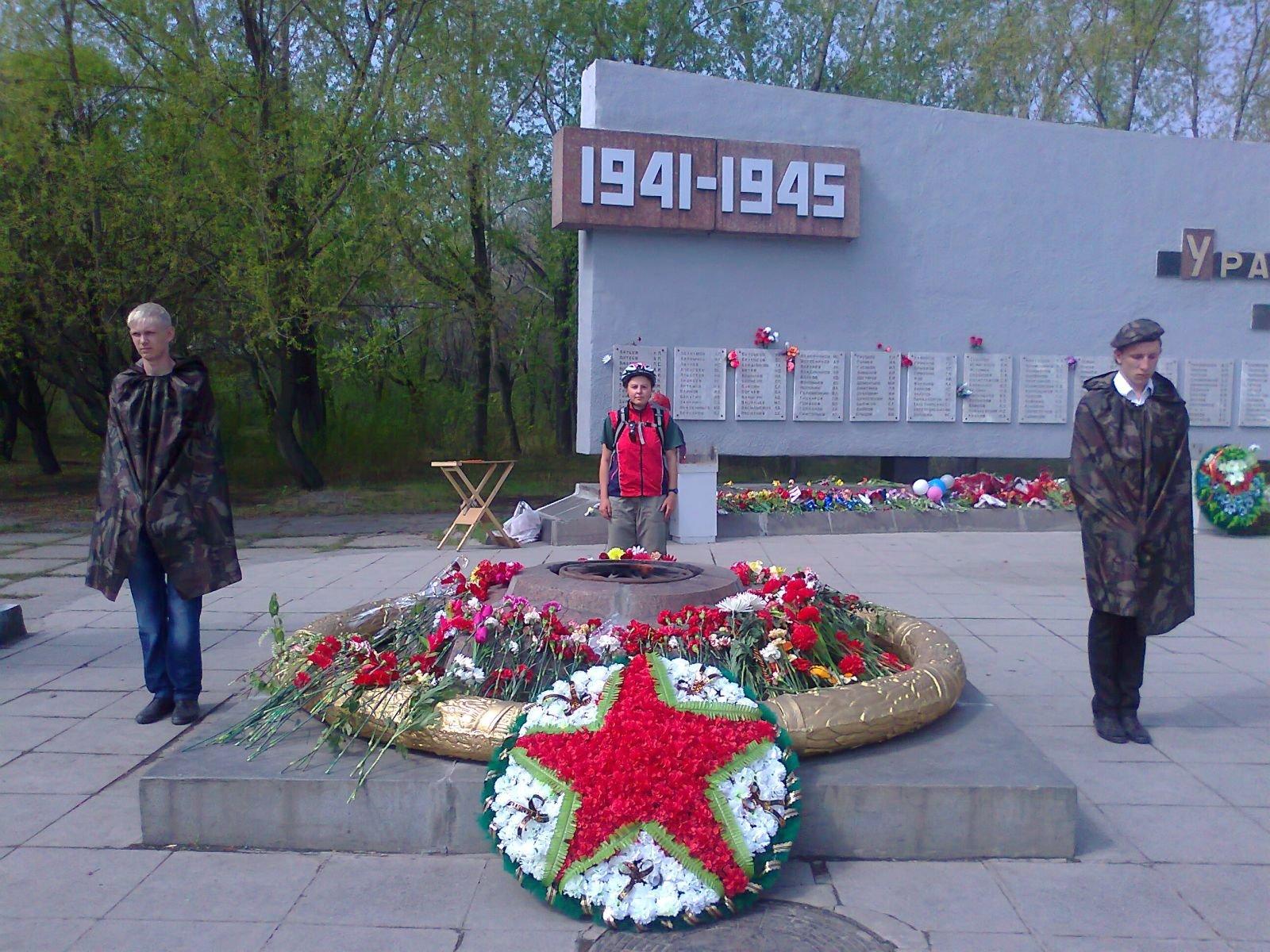 памятник на УАЗе